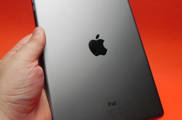 Review iPad Air: singura tabletă cu diagonală mare care rezistă presiunii mini tabletelor; Designul nou impresionează! (Video): apple_ipad_air_review_mobilissimo_ro_43jpg.jpg