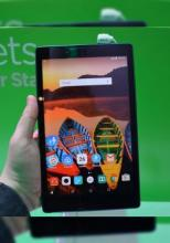 MWC 2016: Lenovo Tab3 8 prezenatre hands-on - tableta midrange cu spate soft touch, muchii rotunjite şi colorate (Video)