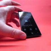 Review Samsung Omnia 7 - Cel mai bun telefon Windows Phone 7? Recenzia Samsung Omnia 7 are răspunsul! (Video)