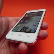 Prestigio Multiphone 5400 Duo review: un telefon midrange quad-core solid (Video)