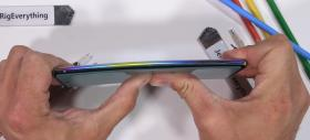 Samsung Galaxy Note 10+ are stylus-ul rupt în două, e zgâriat şi ars de JerryRigEverything (Video)