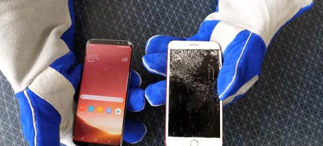Bend test la 2 mâini! Samsung Galaxy S8+ versus iPhone 7 Plus RED la testul suprem al îndoirii (Video)
