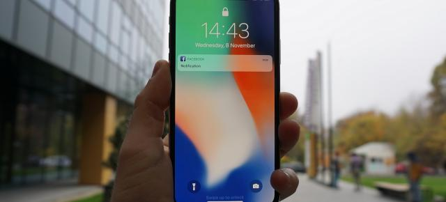 Apple iPhone X: Design polarizant, materiale premium, oţelul nu convinge