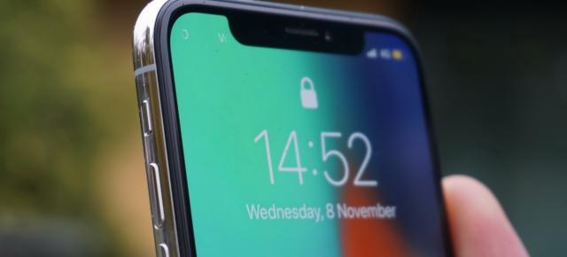 Apple iPhone X: Display-ul OLED este un risc care merită... şi nu prea