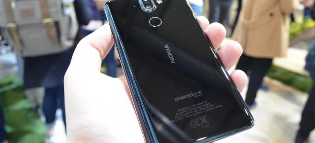 MWC 2018: Nokia 8 Sirocco prezentare hands-on - Nokia 8 mai rotunjit, cu încărcare wireless (Video)