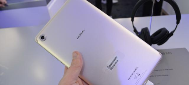 MWC 2018: Huawei MediaPad M5 8 hands-on review - tableta cu Oreo cu corp metalic (Video)