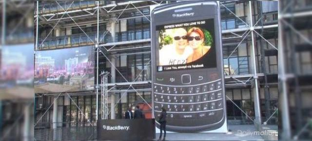 Cel mai mare BlackBerry din lume se afla la Paris (Video)