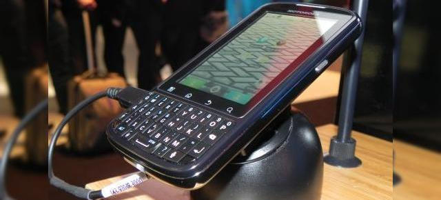 MWC 2011: Motorola Pro, surprins În acțiune În Barcelona; telefonul business la superlativ (Video)