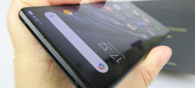 Xiaomi Mi Mix 2S: Display cam gri, dar rezonabil de luminos