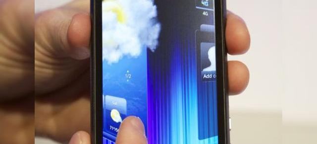 HTC EVO 3D și interfața HTC Sense 3.0 ni se prezintă Într-un clip hands on (Video)