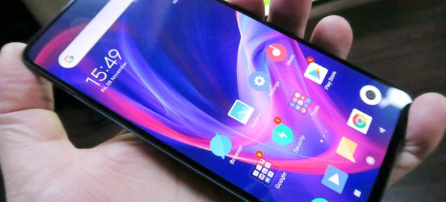 Xiaomi Mi 9T: Display AMOLED luminos, viu colorat, bine calibrat