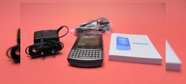 Nokia Asha 303 Unboxing - un telefon touch & type cu Angry Birds preinstalat (Video)