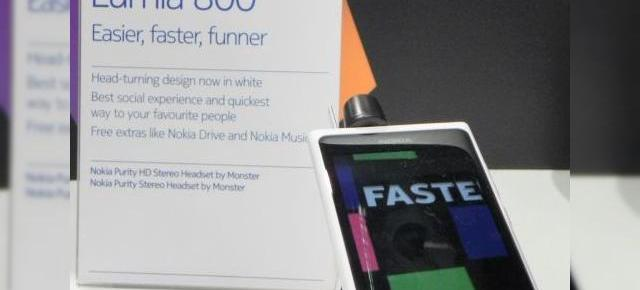 MWC 2012: Hands-on cu Nokia Lumia 800 alb (video)