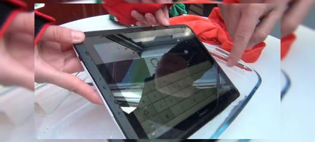MWC 2012: Experiență hands-on cu tableta Fujitsu Arrows rezistentă la apă (Video)