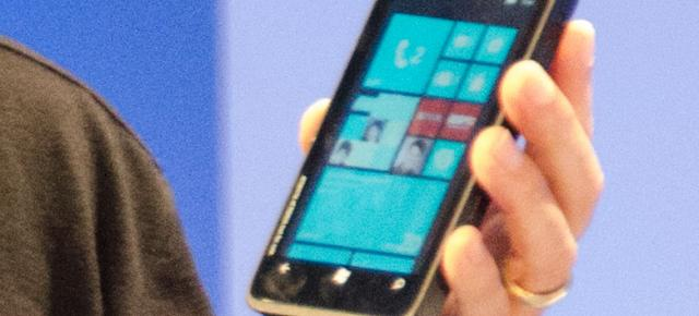 Prototipul Nokia cu Windows Phone 8