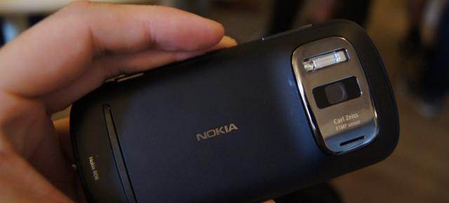 Nokia 808 PureView și Samsung Galaxy Beam În oferta Vodafone: camera phone și mini-proiector phone