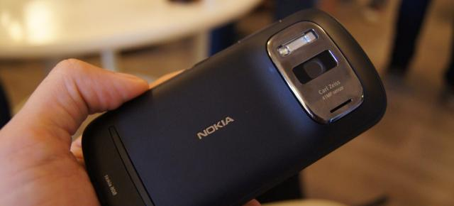 Nokia 808 PureView vs Samsung GALAXY Camera - camera phone la maxim