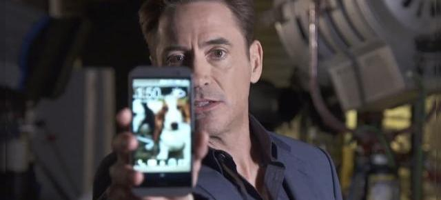 Robert Downey Jr se bărbierește pentru o reclamă HTC one M8 care nu are sens (Video)