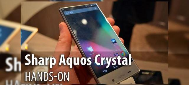 MWC 2015: Sharp Aquos Crystal hands-on - cel mai original design de telefon din 2014 admirat în Barcelona (Video)