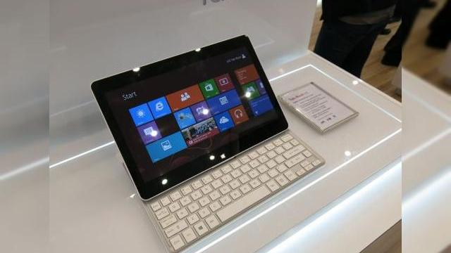 <b>MWC 2013: LG Tab-Book hands on, tableta cu tastatura glisantă și Windows 8 (Video)</b>Atunci când l-am văzut pe LG Tab-Book prima oară, mi-am amintit imediat de ASUS Eee Slider, una dintre puținele tabletele cu tastatura glisantă pe care am pus mâna. Acest nou model are o grosime în jur de 15 mm, rulează Windows 8 și are un...