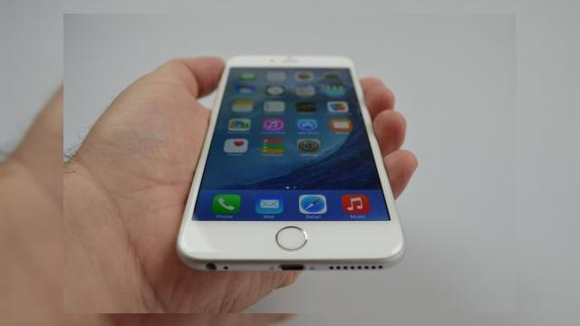 <b>iPhone 6 Plus Review: baterie, ecran și gaming excelent, design imperfect și unele gafe Apple la pachet (Video)</b>iPhone 6 Plus a fost anunțat împreună cu iPhone 6 pe 9 septembrie și este primul phablet Apple veritabil, cu o diagonală de 5.5 inch. Recent el a fost un subiect de scandal, din cauza problemelor cu &quot;Bendgate&quot;, legate de integritatea structurală a...